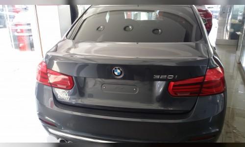BMW-320i-2018